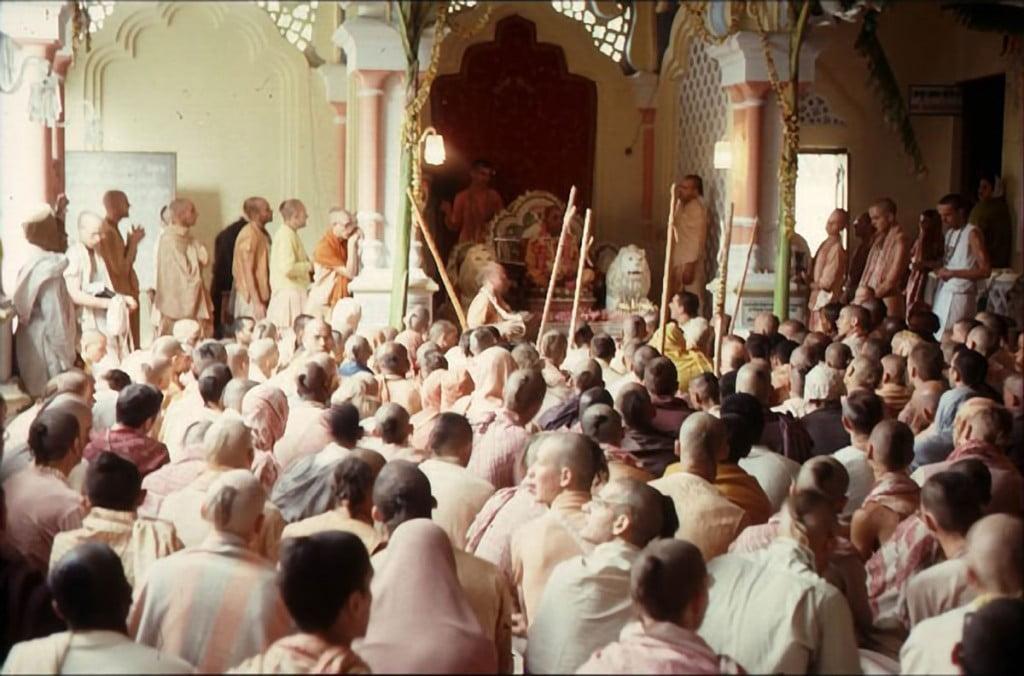 Srila-Prabhupada-giving-class-at-Krishna-Balaram-Temple-Vrindavan